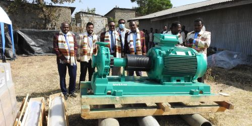 Representatives of NatuReS and PVH handing over the water pumps to HWSSSE Copyright: NatuReS Ethiopia